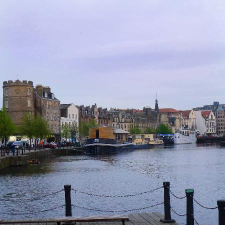 Sandaig Guest House: Leith Waterfront .. fantastic restaurants & atmosphere
