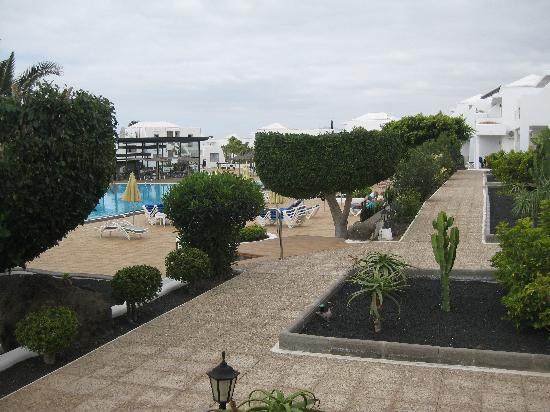 Hotel Floresta: pool and garden