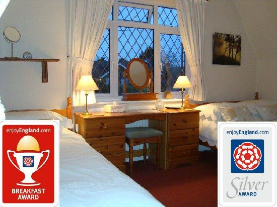 Marlow, UK: The family/double/twin room with Silver and Breakfast Awards.