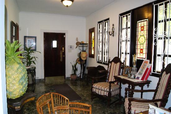 Casa Castellana Bed & Breakfast Inn: Entrance door and stained glass