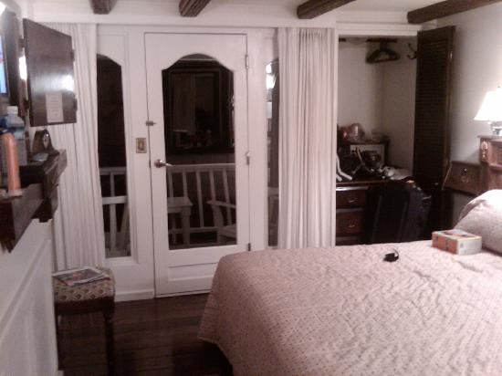 O'Keefe's Waterfront Inn: Room at Okeefes