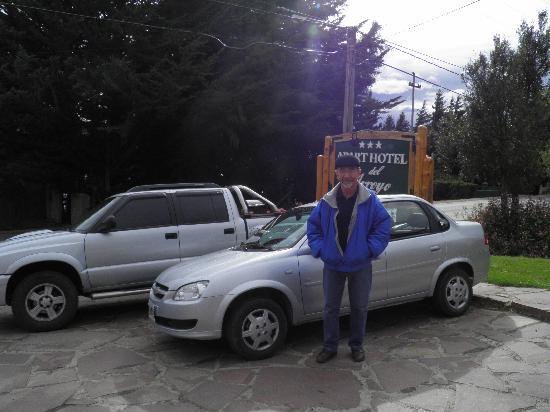 Apart Hotel del Arroyo: Primero en estacionar.......