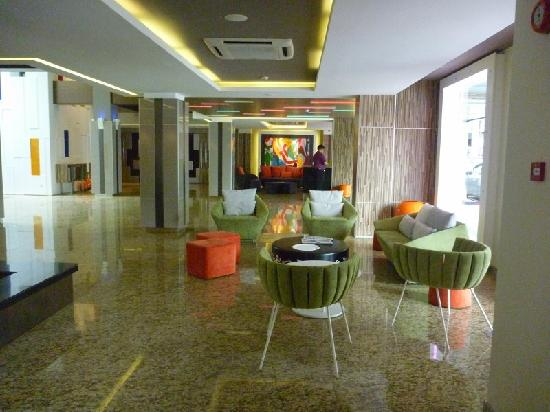 The Brunei Hotel: lobby