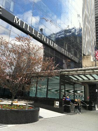 Millennium Hilton New York Downtown: Front of Hotel