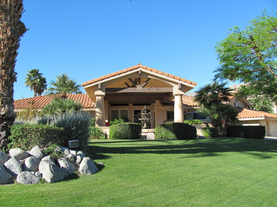 Tres Palmas Bed and Breakfast