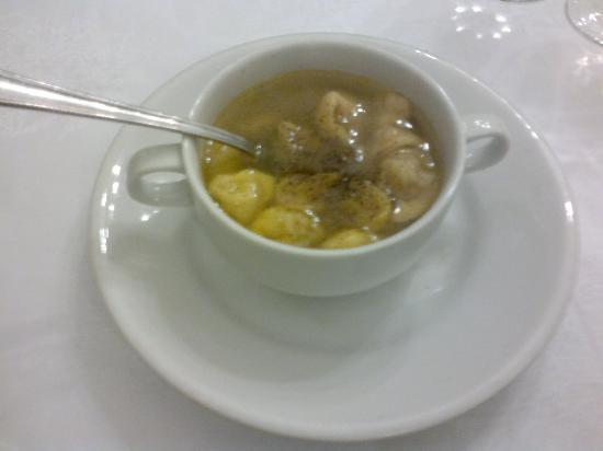 Trattoria Autotreno: Tortellini soup