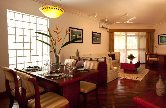 Riverside Serviced Apartments: living room
