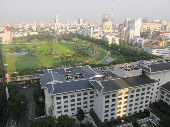 Hansar Bangkok Hotel: View from roof terrace