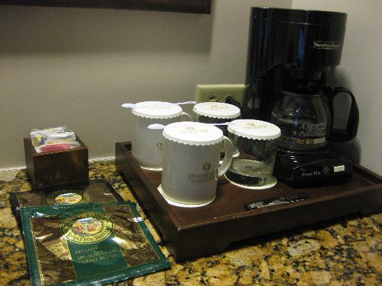Outrigger Guam Beach Resort: コーヒーメーカーもあります