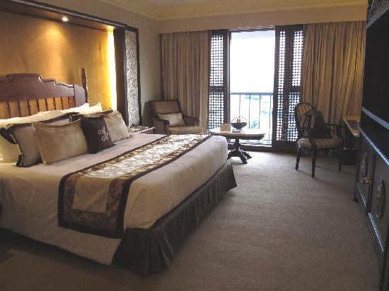 The Manila Hotel: Room