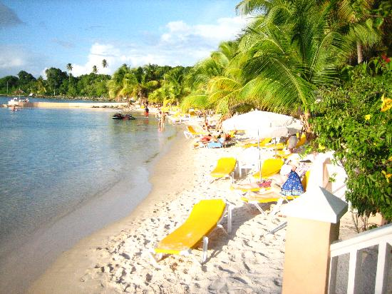 Coco Reef Tobago: small beach