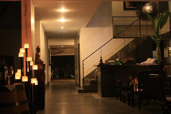 Sojourn Boutique Villas: Restaurant (Stairs lead up to the 2 Sojourn Terrace Rooms)
