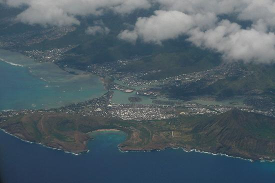 Hanauma Bay Nature Preserve: Bay is bet. Koko Head & Koko Crater