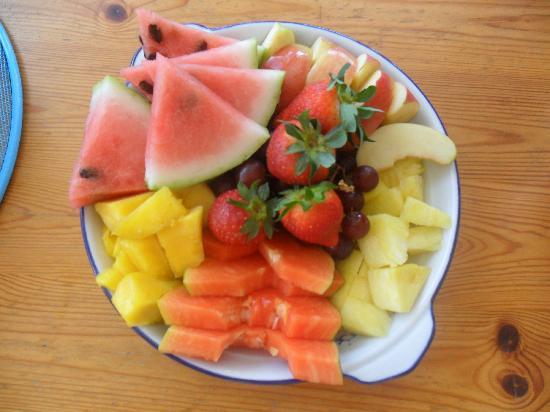 Tropical Breeze Hideaway: tropical breeze and fruit!