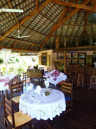 Hotel Le Zahir Lodge Nosy Be : espace restaurant salon bar
