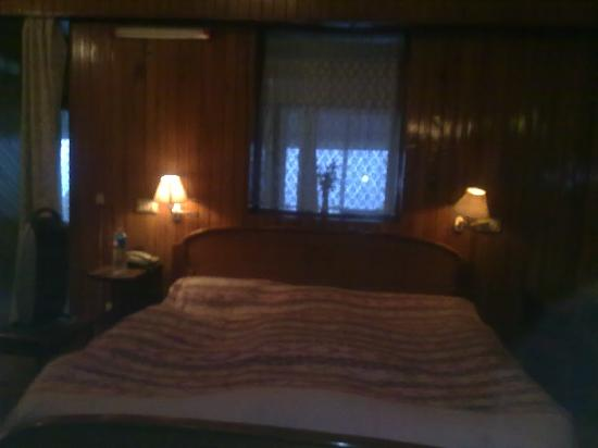Darjeeling Planters Club: The cosy and wonderfully warm bedroom