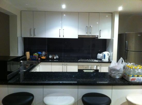 Verandah Apartments Perth: Well equipped kitchen