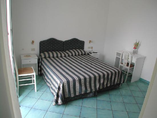 Albergo La Prora: Una delle camere dell'hotel La Prora di Capri