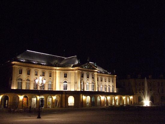 Metz, Francia: Place de la comédie de nuti
