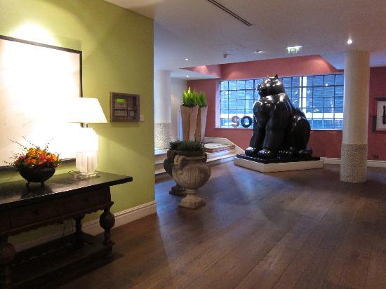 The Soho Hotel: Lobby looking back at cat