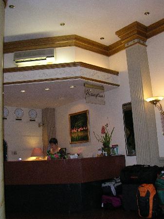 Spring Hotel: Front desk