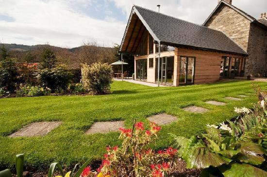 Craigatin House & Courtyard : Spring Garden