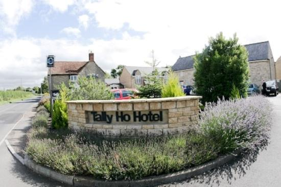 Tally Ho Hotel: Entrance