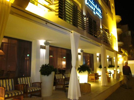 Shalom Hotel & Relax Tel Aviv - an Atlas Boutique Hotel: Frontside on evening
