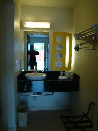 Motel 6 Santa Barbara - Goleta: Salle de bain