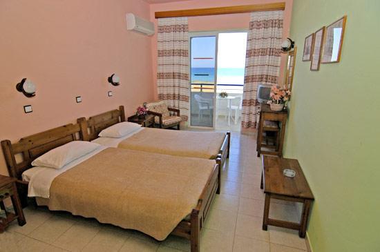 Nirvana Beach Hotel: room