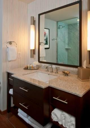 Six South St Hotel: Guestroom Bath
