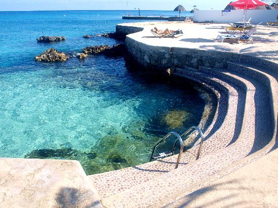 Hotel Cozumel and Resort: waterfront with access