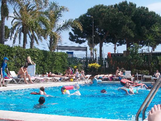 H TOP Planamar: the pool at its busiest