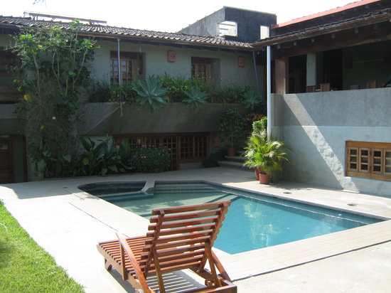 Hotel Casa Marta: Lovely pool overlooked by several rooms and dining nook.