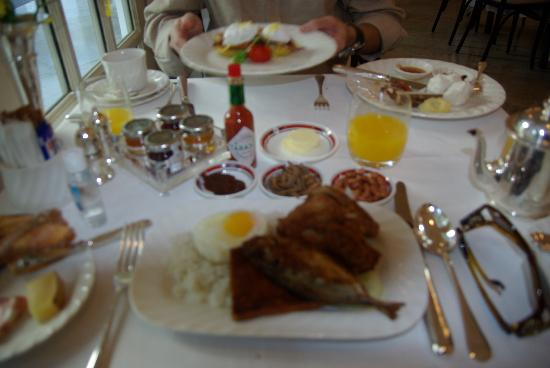 Raffles Hotel Singapore: Breakfast in the Tiffin Room