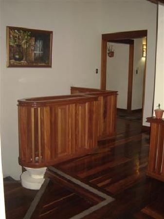Hotel Casa Marta: wood &tile