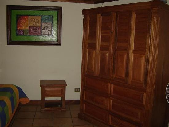 Hotel Casa Marta: clothing & safe