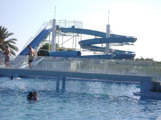 Samira Club: le toboggan de la piscine
