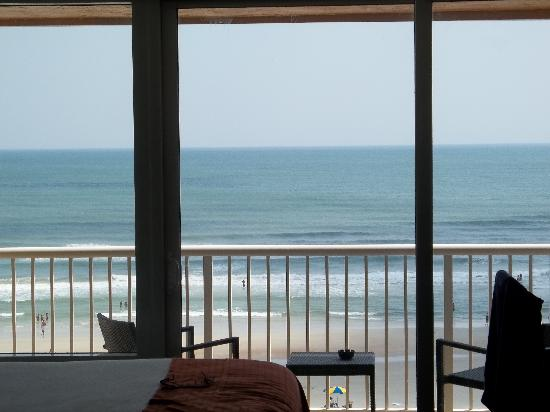Holiday Inn Resort Daytona Beach Oceanfront: view looking through room to ocean