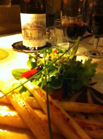 Hôtel César : asperges du cru,  réduction de volailles et salade !