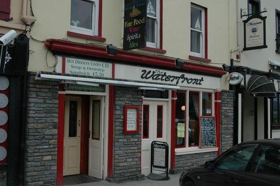 The Waterfront Bar: Waterfront Bar setzt auf günstige Preise.