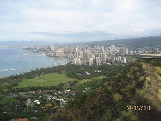 Даймонд-Хед: View of Waikiki from the top