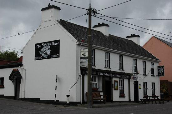 The Sheeps Head Inn: Der Pub mit Seiteneingang (früher für die Damen).