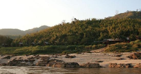 Luang Say Lodge: Blick vom mekong auf die Lodge