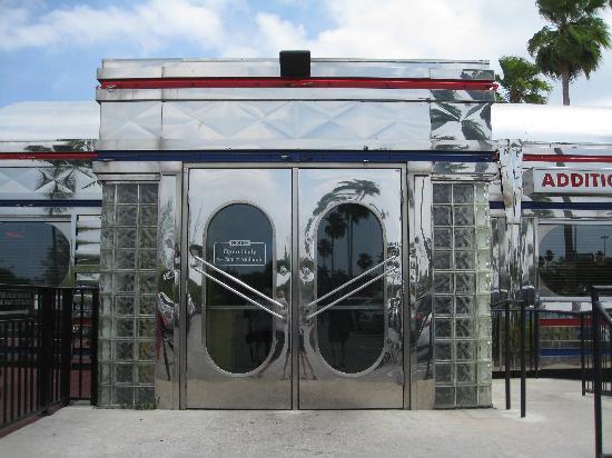 side doors of diner picture of moonlite diner fort lauderdale tripadvisor. Black Bedroom Furniture Sets. Home Design Ideas