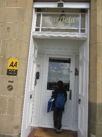 Garfield Guest House: Front door