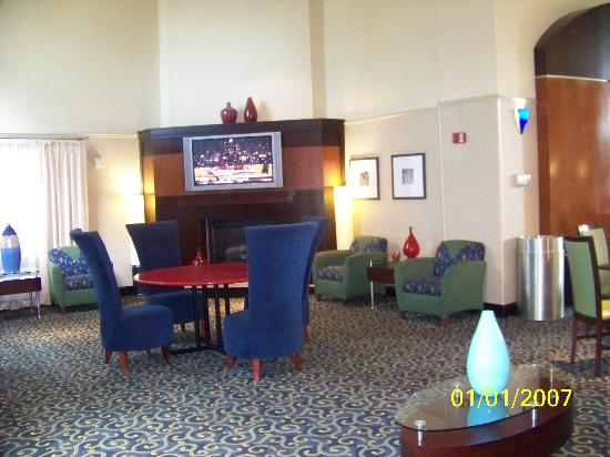 SpringHill Suites Fort Lauderdale Airport & Cruise Port: Another area for relaxing & catching News or Sports