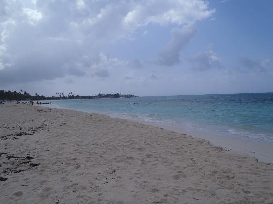 Playa frente al hotel Casablanca