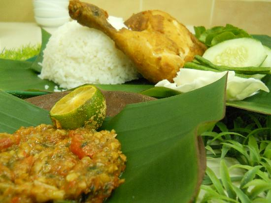 "Kampong Jerudong, Brunei Darussalam: ""Best Ayam Penyet in Brunei! ""Jeruton Lounge Chef Recommendation!"
