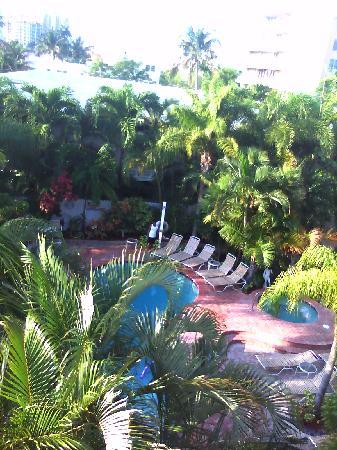 Alcazar Resort: worthington pool and always clean hot tub